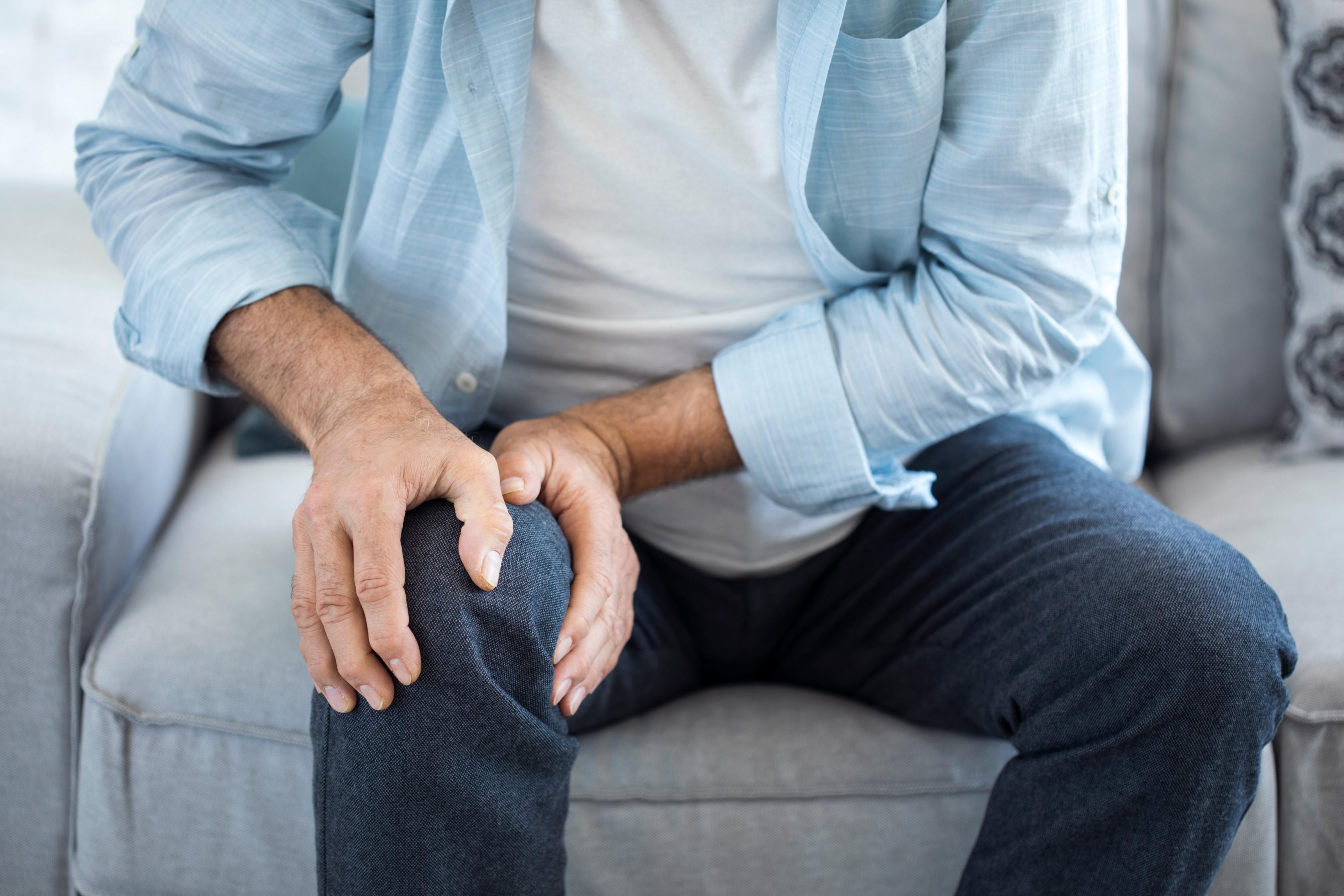 fájdalom a láb ízületében belülről)