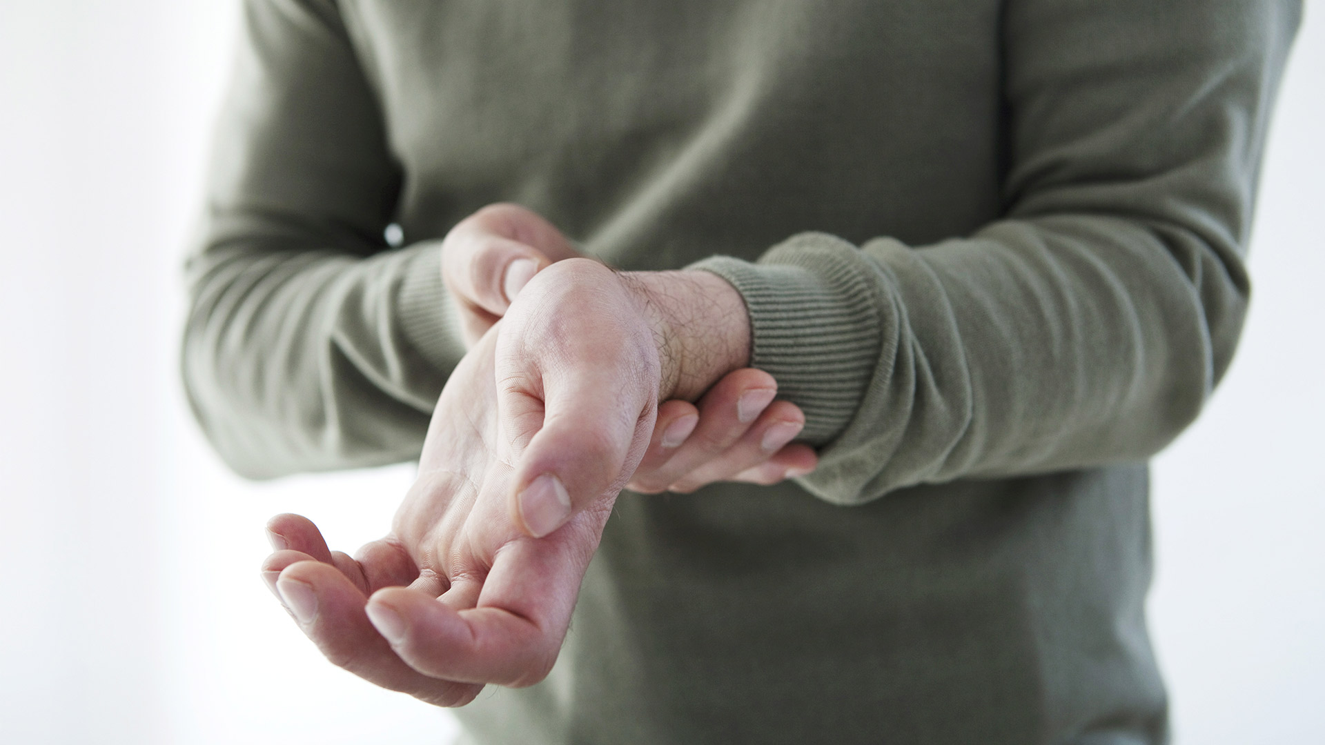 hogyan kell kenni a kezét, ha fájnak az ízületek