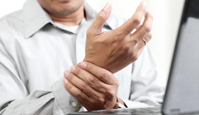 Jól jöhet a kéztorna a számítógépes munka okozta csuklófájdalmak ellen