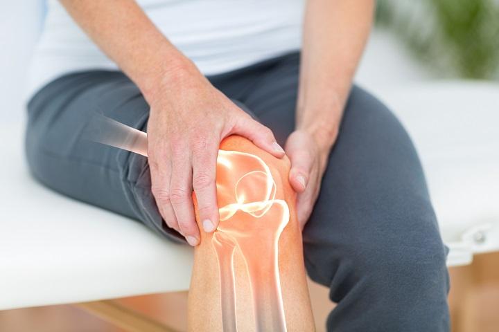 fájó térdízület és zsibbadt láb)