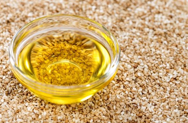 hogyan kell kezelni a szezám olaj ízületeit)