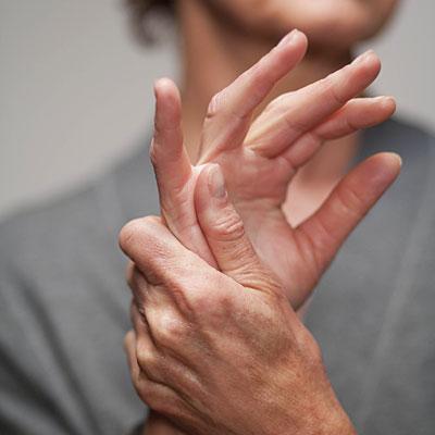 ha fájdalom az ujj ízületében