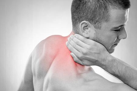 lüktető fájdalom a gerincben)