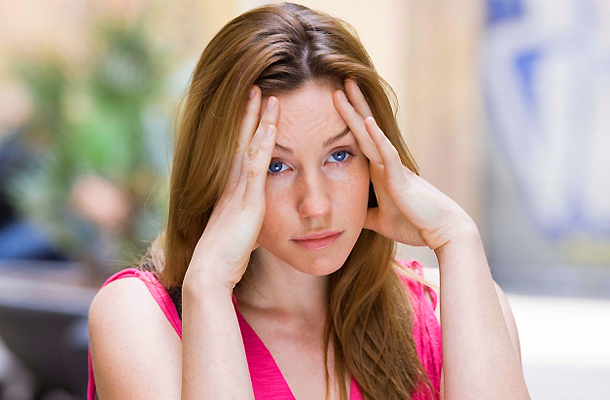 mi okoz állandó fejfájást az ízületben lévő ujj fáj és duzzad