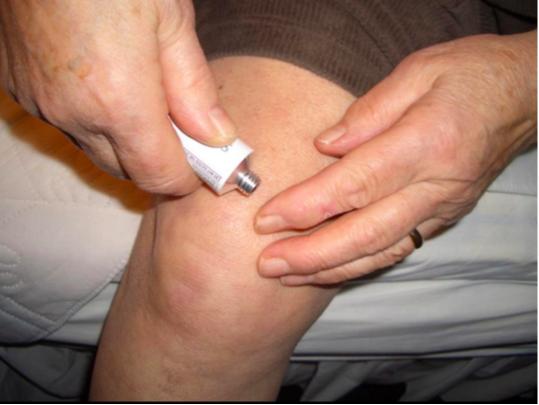a reumatológus kezeli az artrózist)