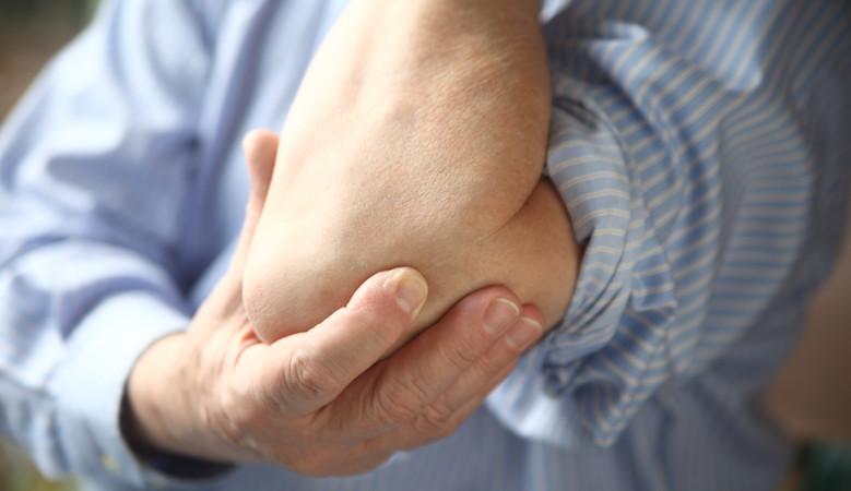 fájdalom a jobb kezén a könyökízületben