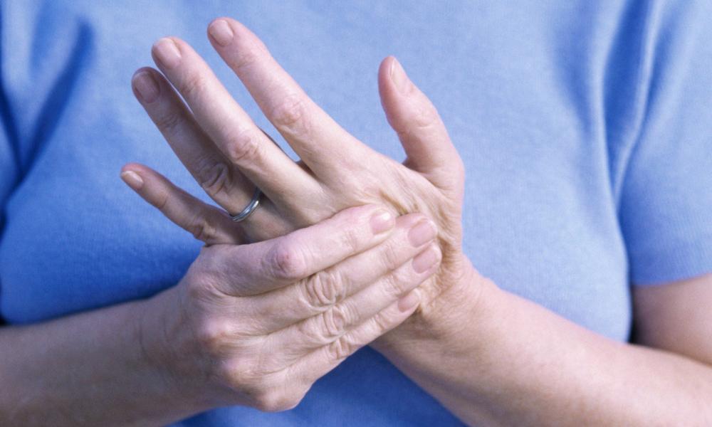 az ujjak fájnak az ízületekről