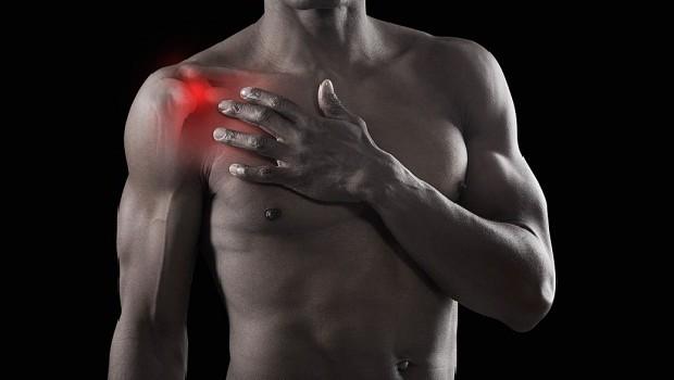 időszakos fájdalom a váll ízületeiben