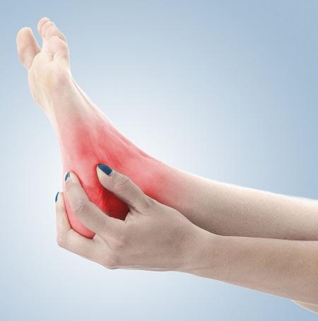 a bokaízület gyulladása okozza