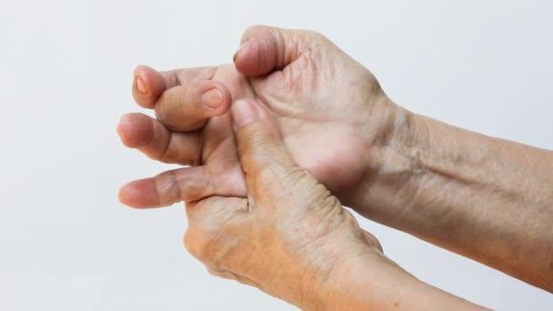 a középső ujj fájó ízülete