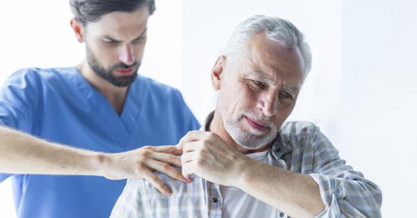 vállízületi fájdalom a kézorvos emelésekor