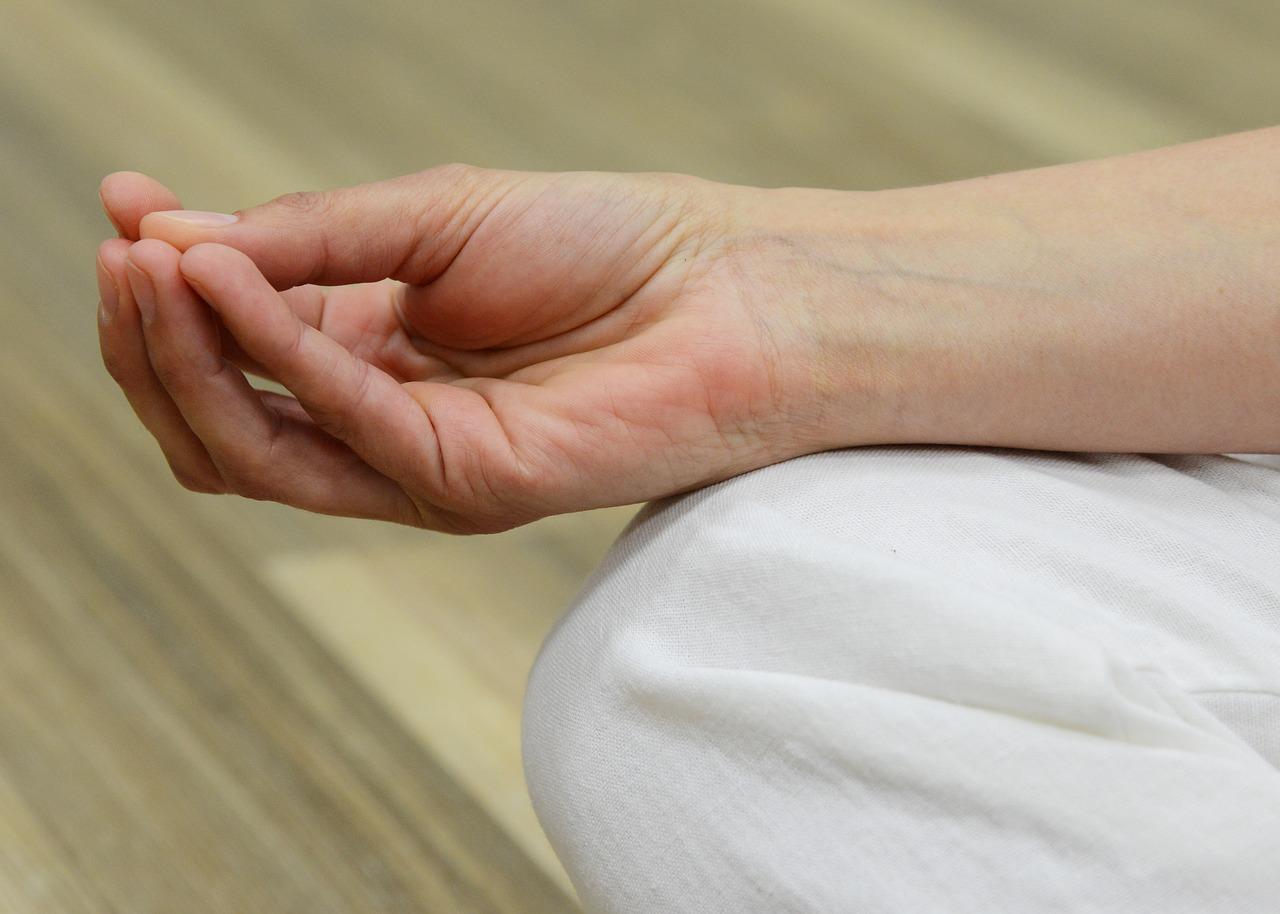 fáj a bal kéz középső ujjának ízülete