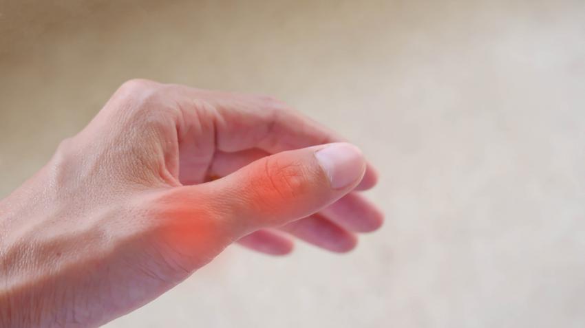 fájdalom az ujjak ízületében)