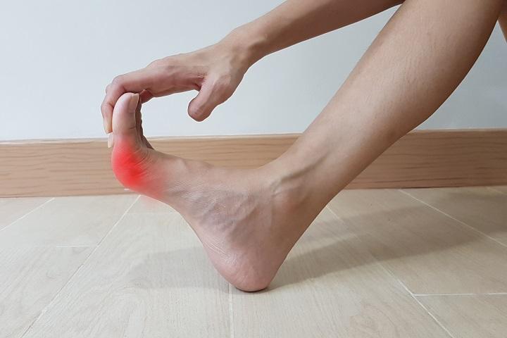 hogyan lehet eltávolítani a duzzanatot a láb ízületéről)