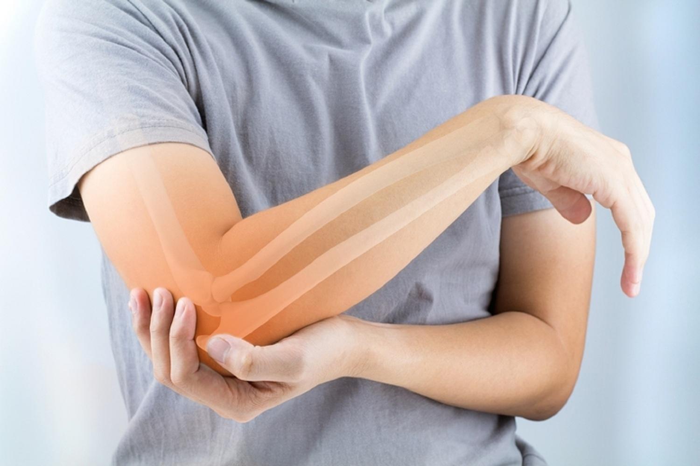 ízületi fájdalom a csípőben fáj ülni