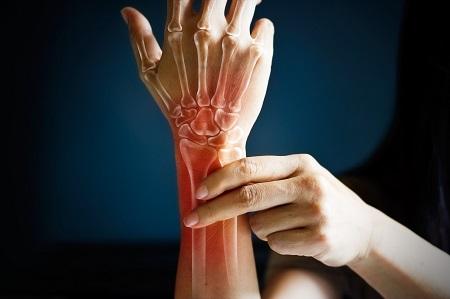 a lábak ízületei zsibbadnak és fájnak