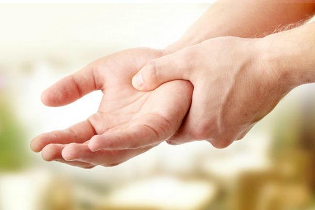 gyűrűs ujj fájdalma kötőszöveti gyulladás tünetei
