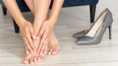 fájdalom a láb nagy ízületében