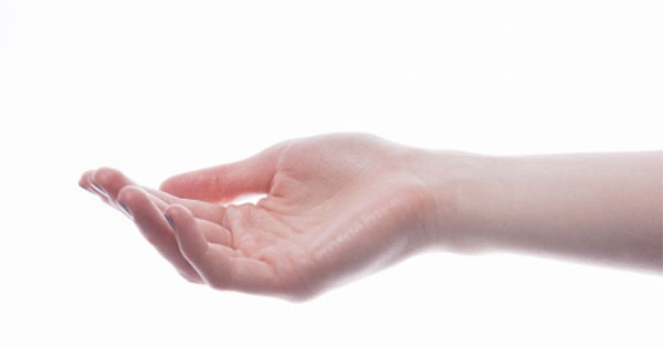 fájó kéz az ízületi kezelés során)