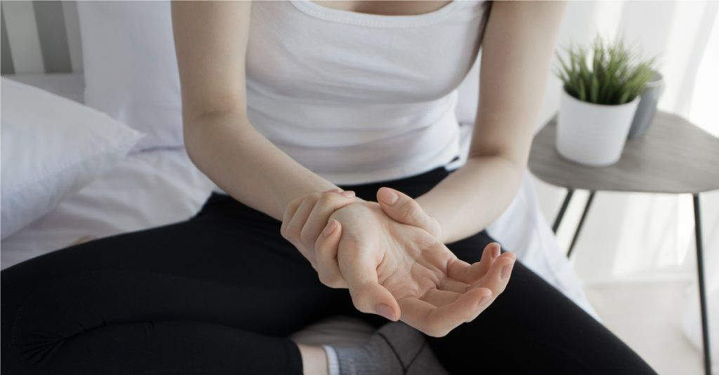 a lábízületek ízületi gyulladása okozza