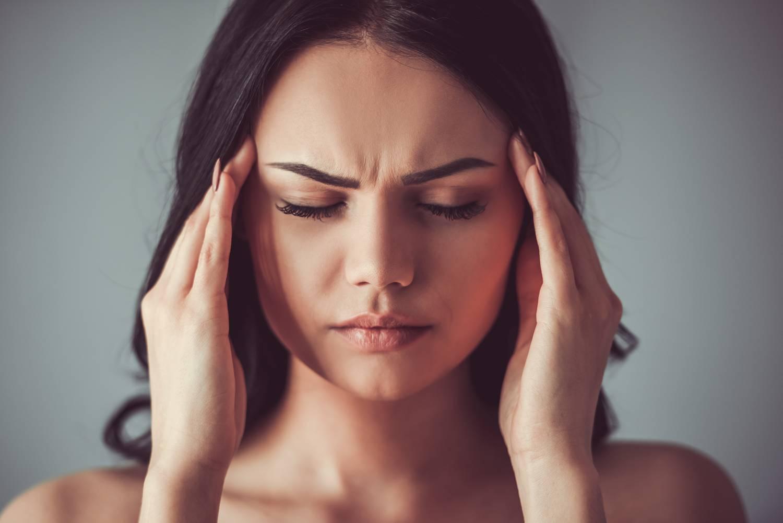 fejfájás fáj a kéz ízületei)