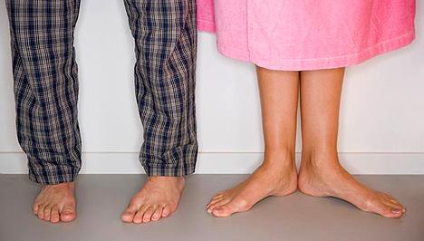 amitől a lábak megduzzadnak)