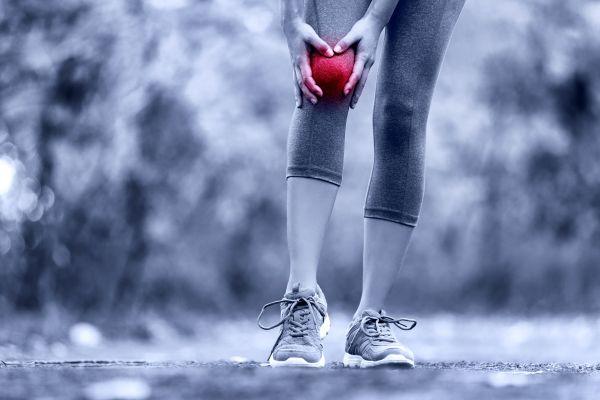 fájdalom és korlátozott ízületi mozgás